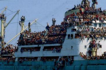 albanesi_in_barca.jpg