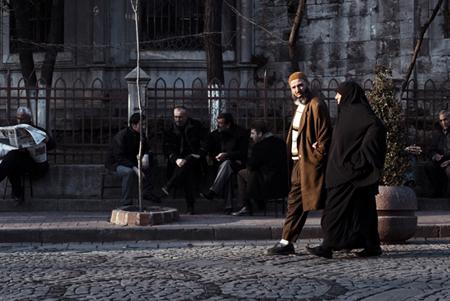 Quartiere di Çarşamba. Una delle zone più conservatrici della città, negli ultimi anni ha vissuto un forte processo di islamizzazione