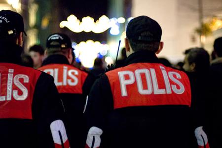 Polizia sulla İstiklâl Caddesi