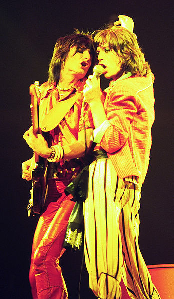 348px-mick_jagger_and_ron_wood_-_rolling_stones_-_1975