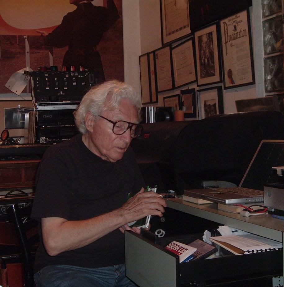 tony-vaccaro-nel-suo-studio-a-long-island