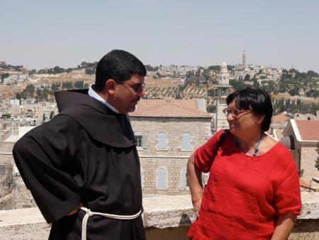 Mediatori di pace: Luisa Morgantini e Ibrahim Faltas, parroco di Gerusalemme.