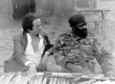 Dominique de Roux insieme al leader angolese Jonas Savimbi