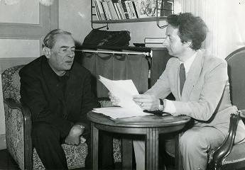Witold Gombrowicz et Dominique de Roux lors d'une séance de travail à Vence, 1968. Photo : Christian Leprince.