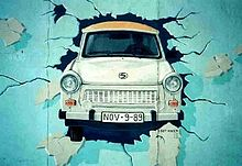 220px-Berlin_Wall_Trabant_grafitti