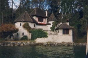"""La """"torre"""" che Jung si costruì a Bollingen, sul lago di Zurigo"""