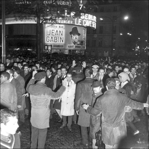 Manifestation des travailleurs algériens. Paris, 17 octobre 1961.