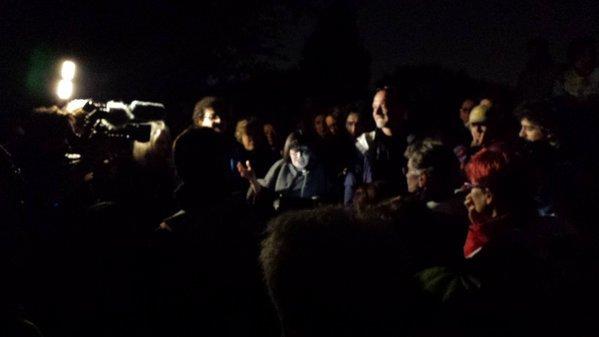 Immagine quasi caravaggesca di un piccolo racconto nel buio della notte milanese in cima al Monte Stella.