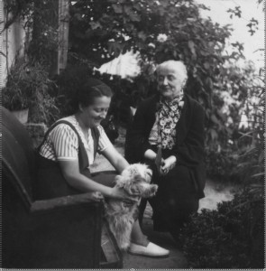 1940 Germaine con la madre Émilie Cussac