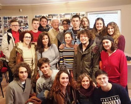 Studenti e insegnanti col generale Divjak