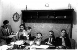Gruppo Sud Archivio Renata Prunas, da sinistra: Ennio Mastrostefano, Anna Maria Ortese, Antonio Grassi, Samy Fayad, Pasquale Prunas, Gianni Scognamiglio